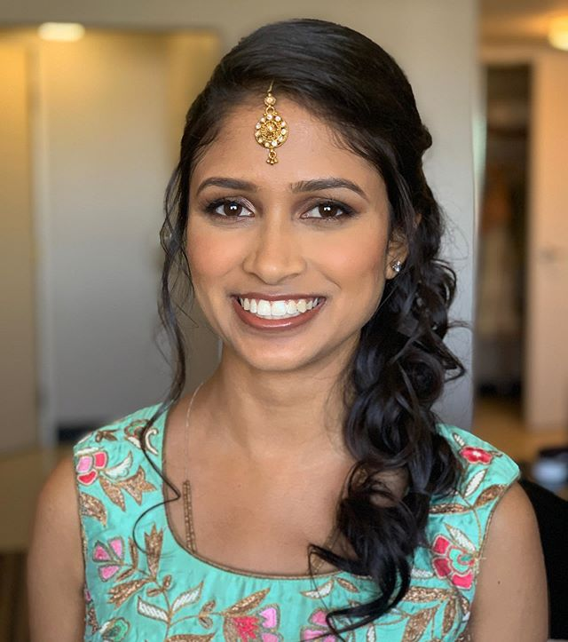 Makeup and hair for @pooja520 mehendi! . . . #mehendimakeup #mehendihair #sidebraid #braidupdo #makeup #hairandmakeup #bridalhairandmakeup #beautybyrosheen