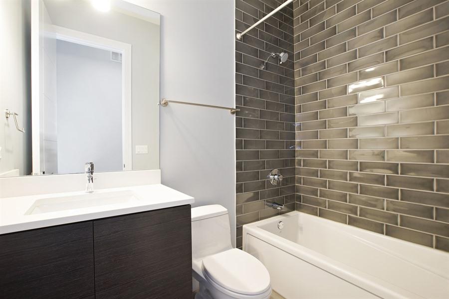 16_1110NMarshfield_1_8_Bathroom_LowRes.jpg