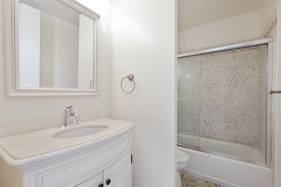 09_1660NLasalleSt_702_8_Bathroom_LowRes.jpg