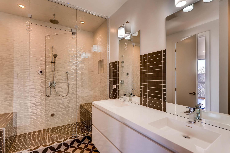 1634 W Augusta Blvd Chicago IL-large-017-17-3rd Floor Master Bathroom-1500x1000-72dpi.jpg