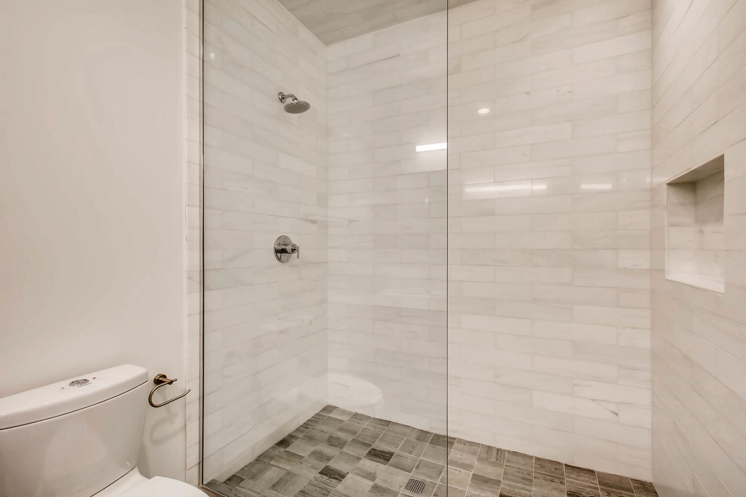 3508 N Reta Ave Chicago IL-large-025-15-Master Bathroom-1500x1000-72dpi.jpg
