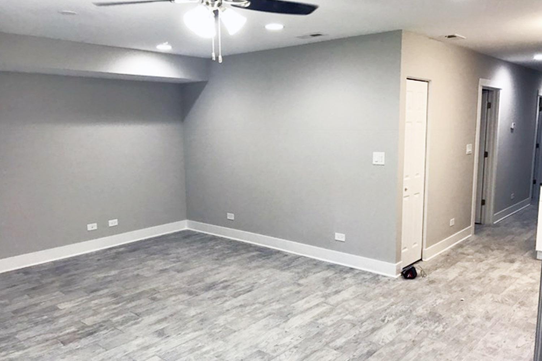 1615 W WOLFRAM ST LIVING ROOM