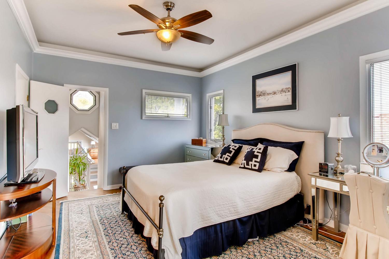 UNIT 2 BEDROOM AT 1623 N MOHAWK STREET CHICAGO.