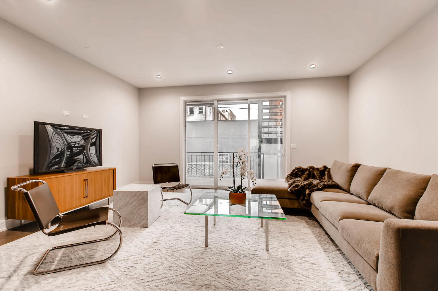 Family Room at 877 N Marshfield Ave Unit 1, Chicago, IL