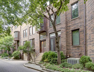 220 w. concord st. Chicago  4 bed / 3.5 bath townhouse old town / lincoln park Seller representation