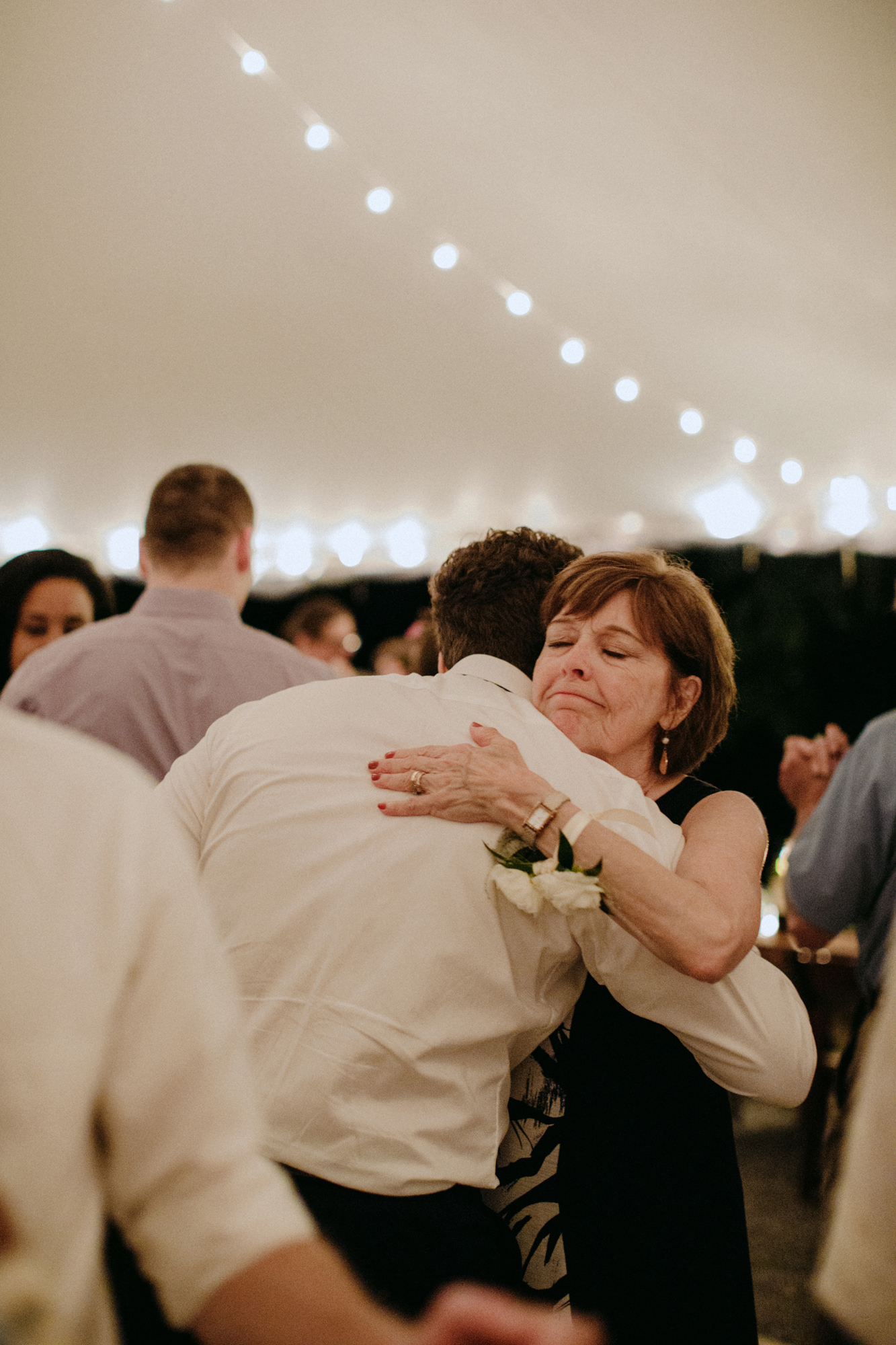 FOXFIREMOUNTAINHOUSE_CATSKILLS_WEDDING_SAMMBLAKE_PJW_0956.jpg