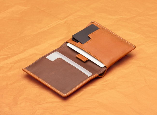 note-sleeve-wallet-tan-2_1024x1024_1-1.1373850347.jpg