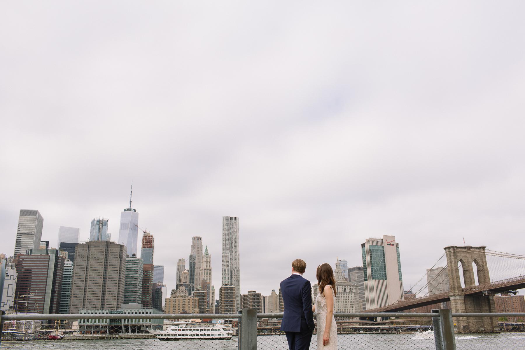 brooklyn wedding photographer nontraditional non-cheesy feminist brooklyn bridge green building