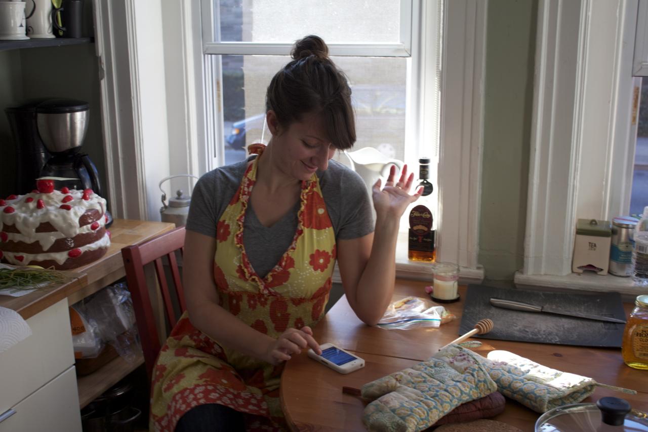 Blogtern in the kitchen.