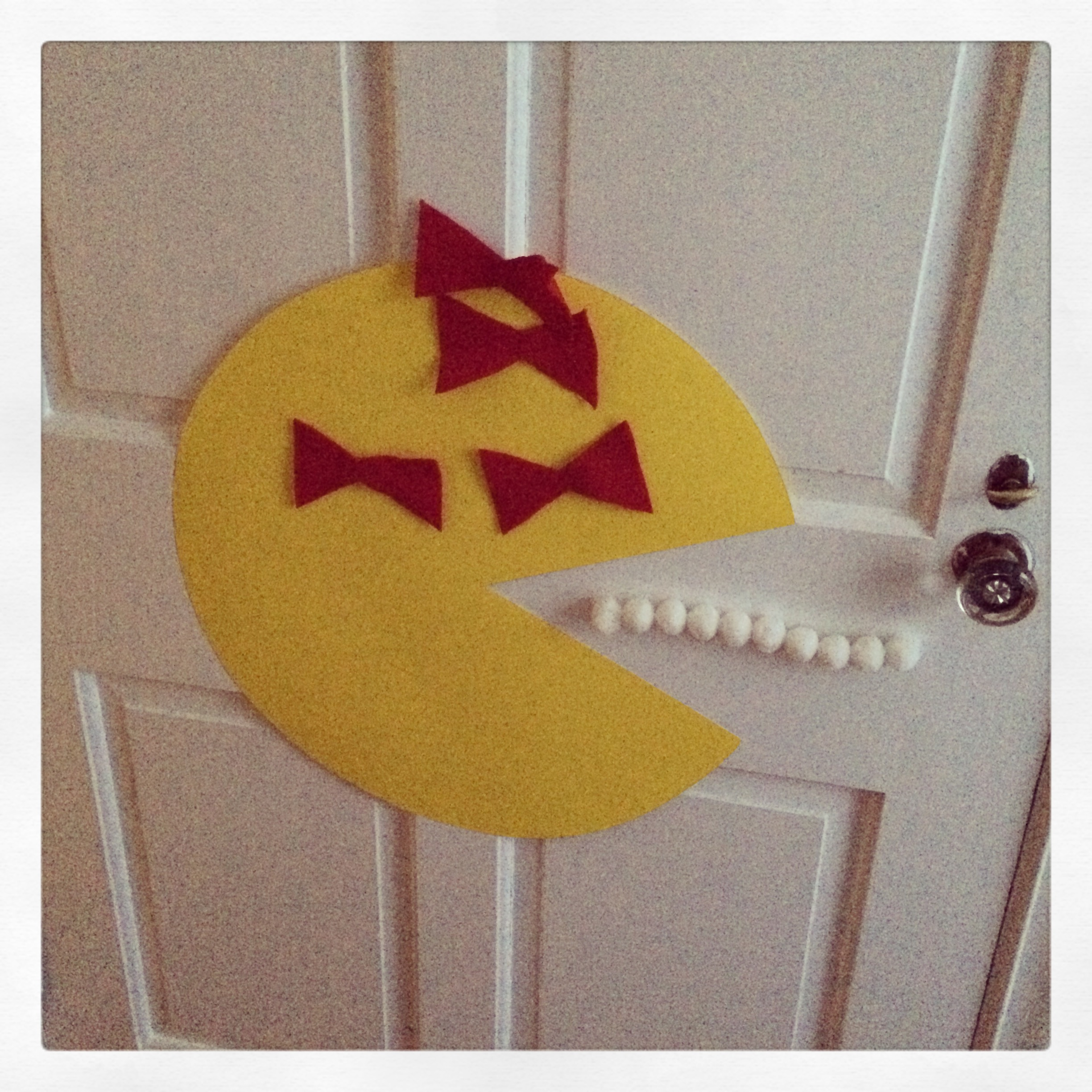 Pin the bow on Ms. Pacman