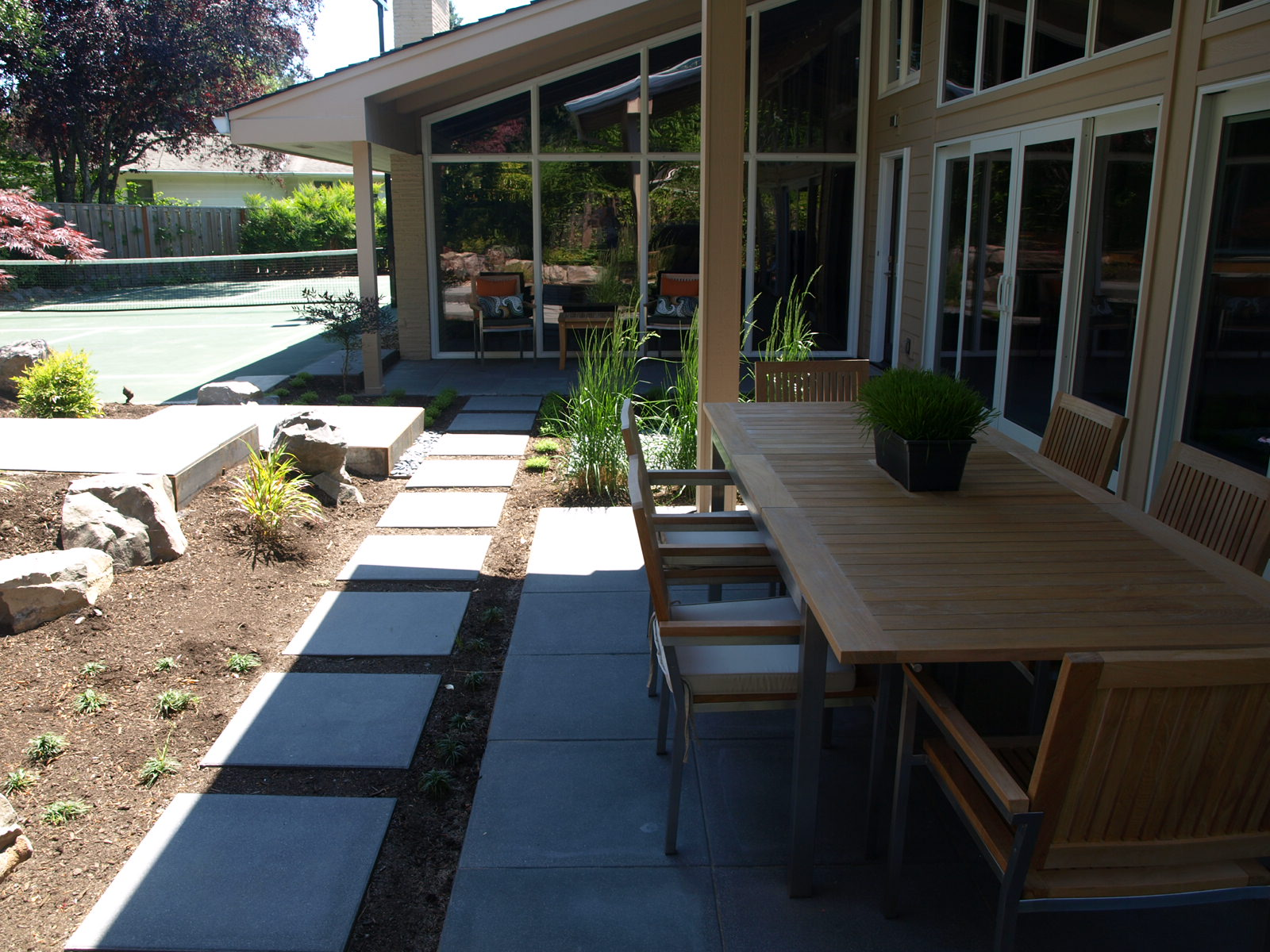 outdoor-dining-patio.JPG