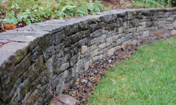 curved basalt wall in lake oswego oregon