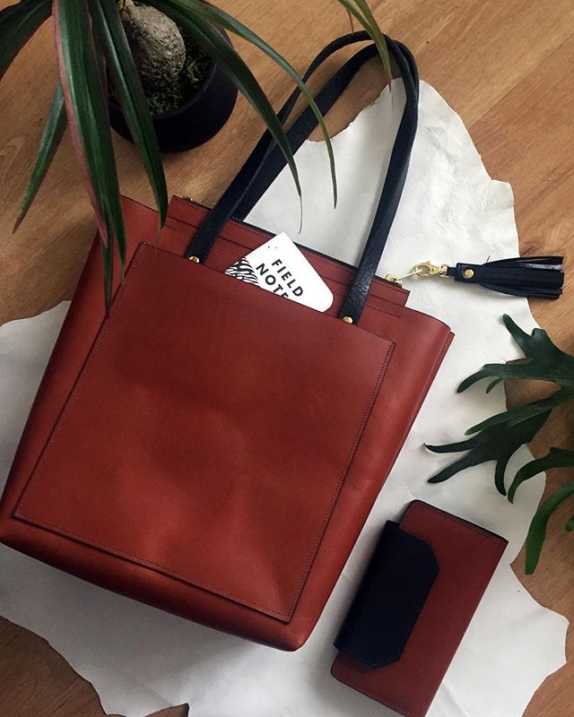 Hand made by a couple of friends in Portland 👜 and perfect for toting around your laptop, business papers, and that old banana you forgot about! 🍌🤦🏾‍♀️ #madeinamerica #leathergoods #fieldnotes #madeinportland #renegadecraftfair #limitededition