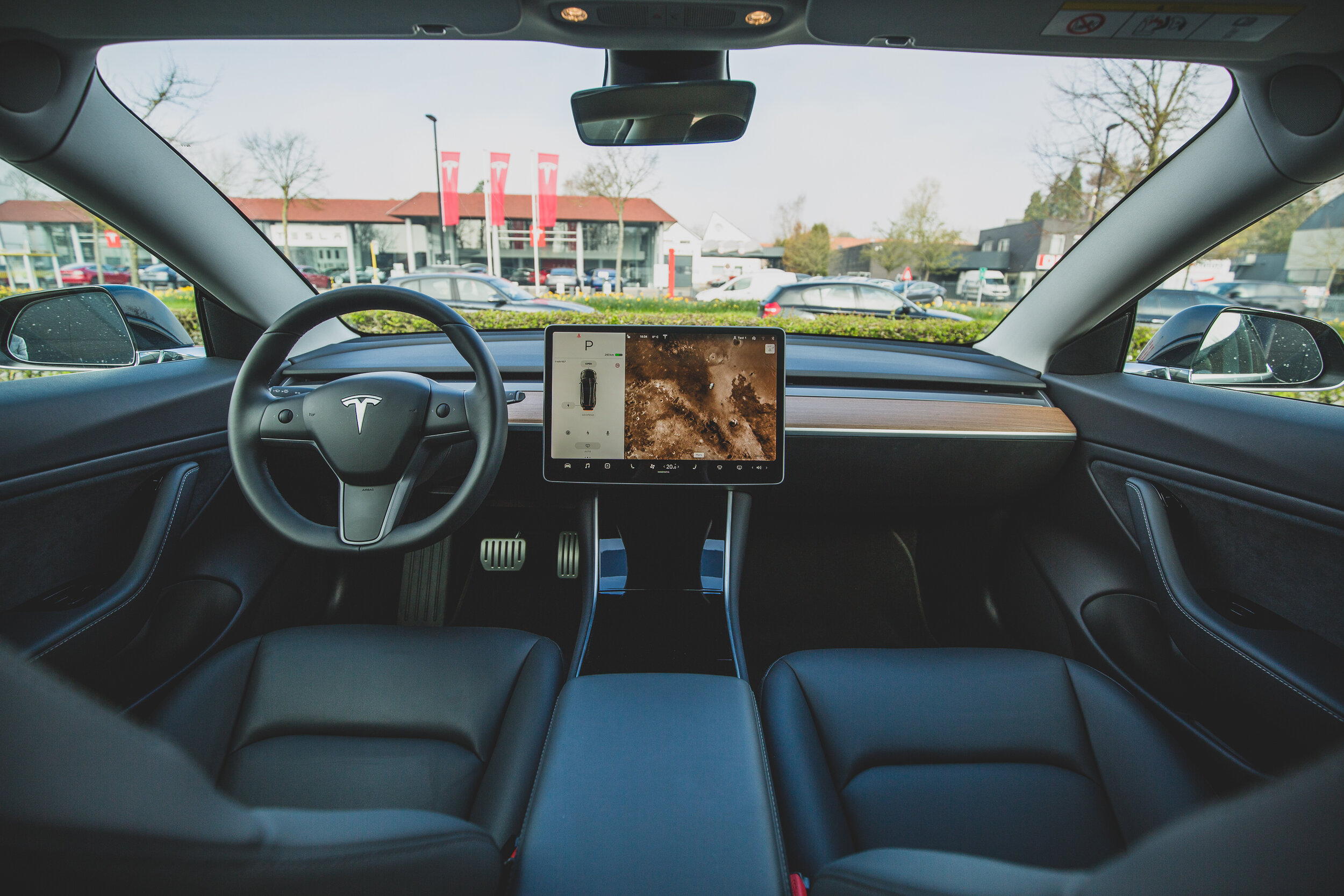 Connected Automobiles - In-car tech set-up and training / Apple CarPlay / Android Auto / Safety Ratings