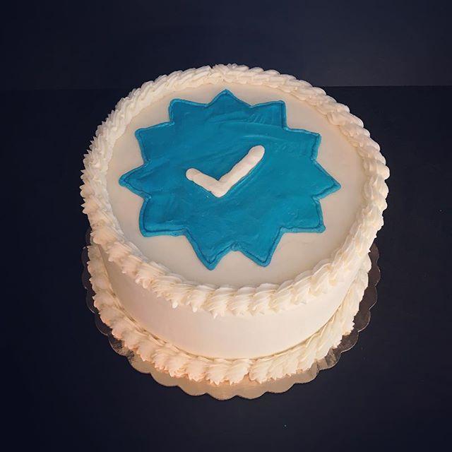 This cake is Instagram verified!  #roxiecakes @brandonheath