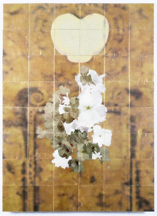 linkes Bild: Henrik U. Müller, Bernsteinzimmer 2 (PpT), 2012, 108 x 78 cm, wood, lacquer paint, foil, inkjet print, adhesive tape, composition gold; Courtesy by the artist and Semjon Contemporary, Berlin