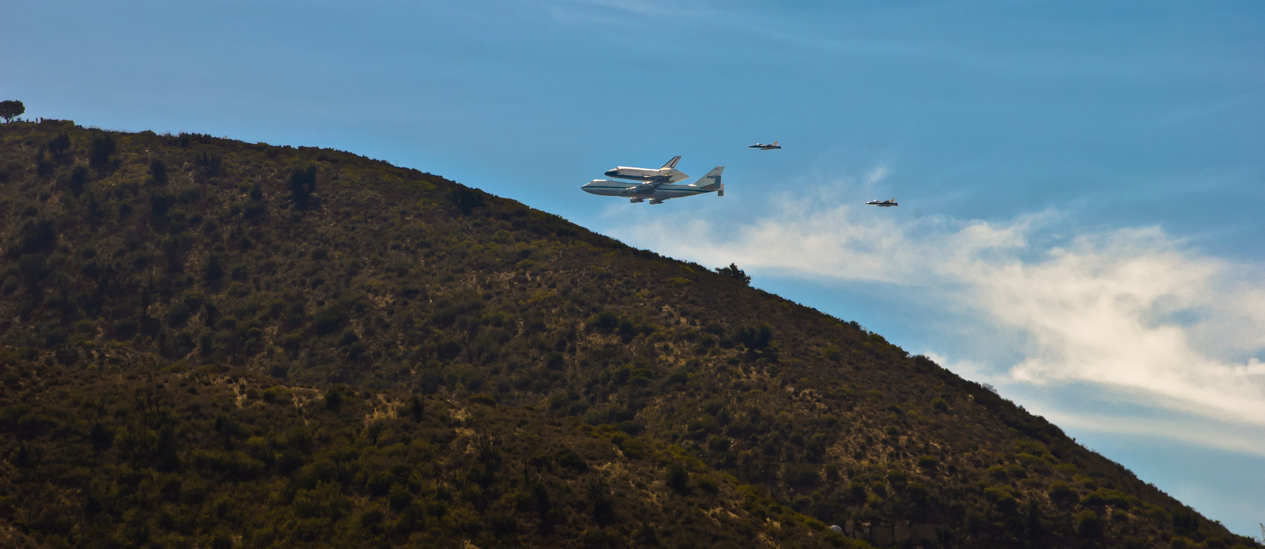 Endeavor over LA-20120921047-009.jpg