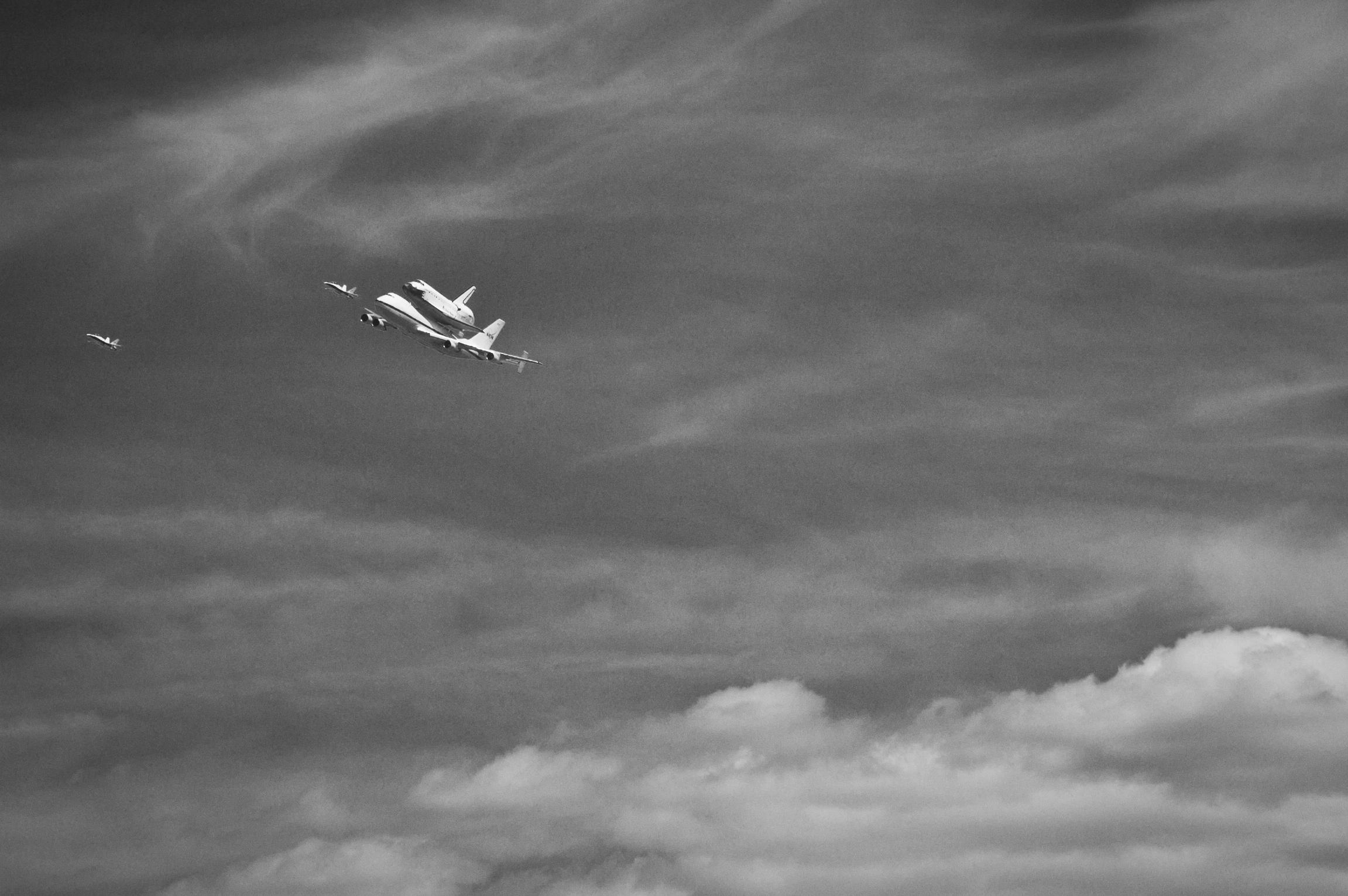 Endeavor over LA-20120921063-011.jpg