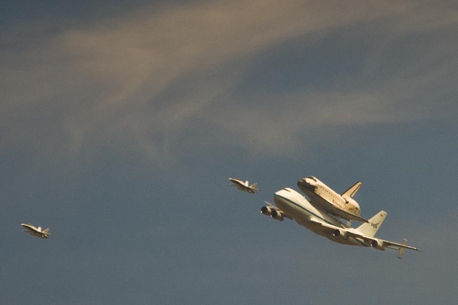 Endeavor over LA-20120921063-013.jpg