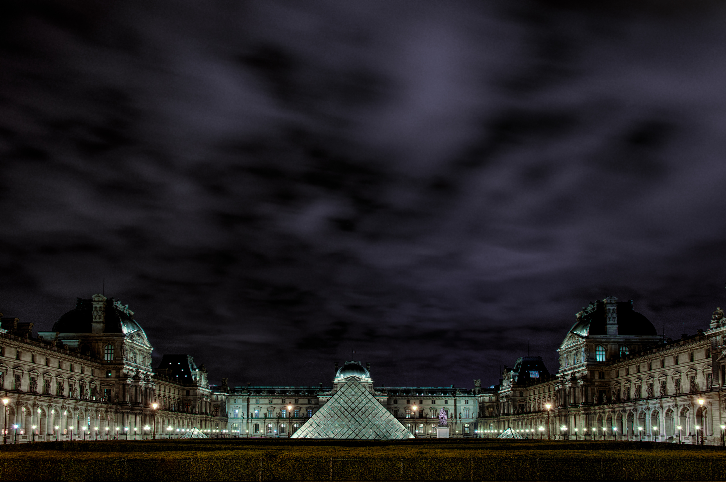 Louve at night (1 of 1).jpg