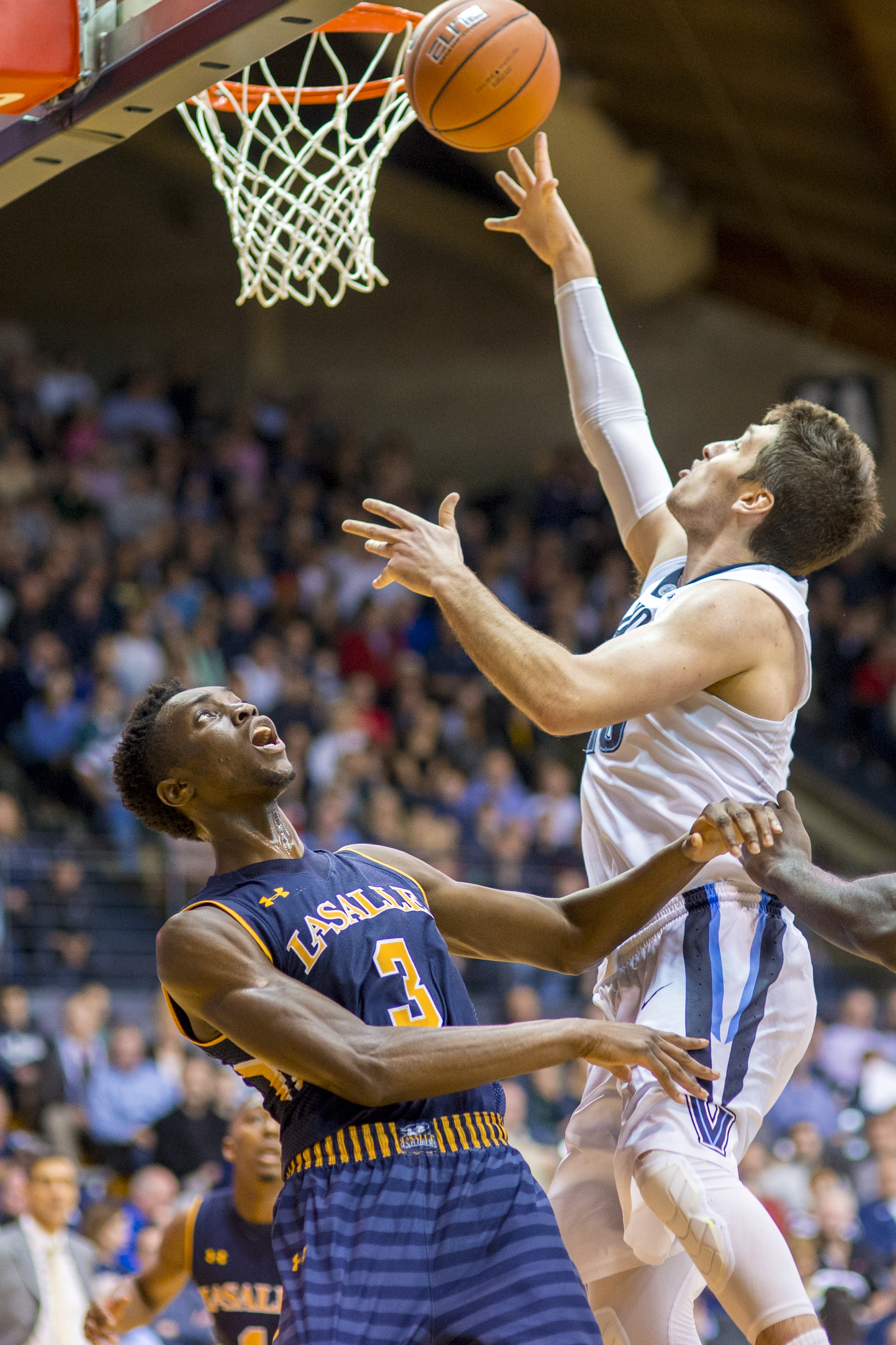13 December 2015: Villanova Wildcats guard Ryan Arcidiacono (15) lofts his throw over the head of La Salle Explorers guard Cleon Roberts (3) during the NCAA basketball game between the La Salle Explorers and the Villanova Wildcats played at the Pavilion in Villanova, PA. (Photo by Gavin Baker/Icon Sportswire)
