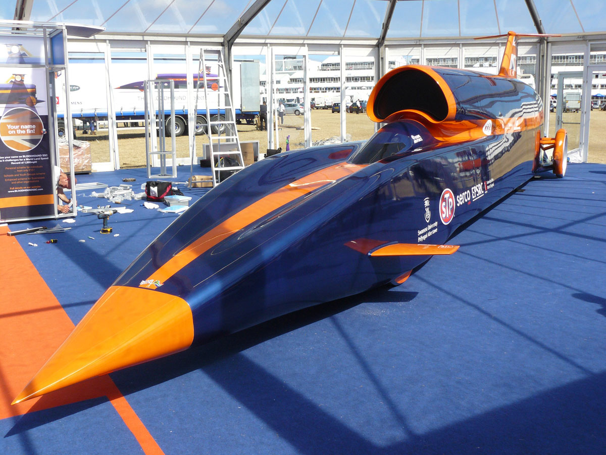 Bloodhound_Car_1.jpg