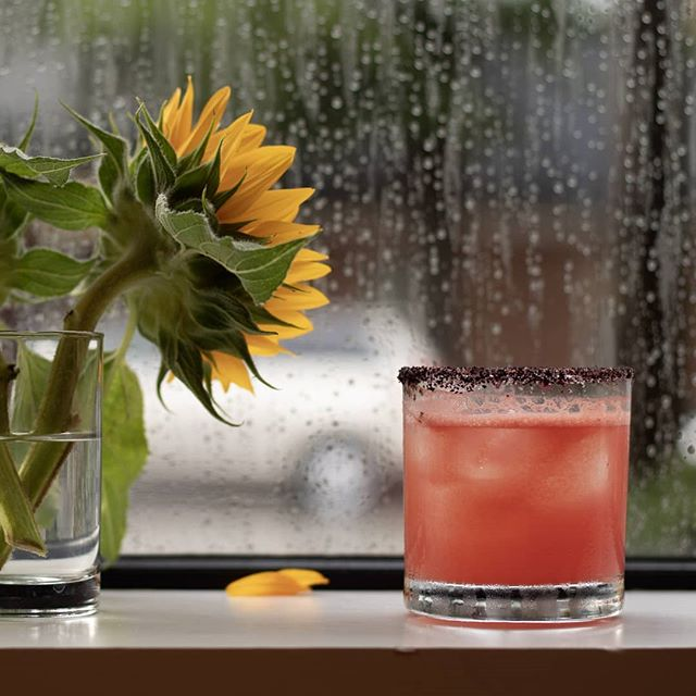 Are you moving your kids into the dorms this weekend? Take a break and head to @lanternrestaurant for a refreshing cocktail!