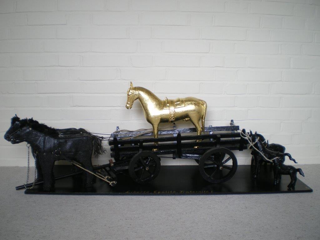 Gudrun Adrion (D), Liberté Egalité Fraternité (2011), 7 horses, mixed media, gold-leaf, cm 135 x30x40.jpg