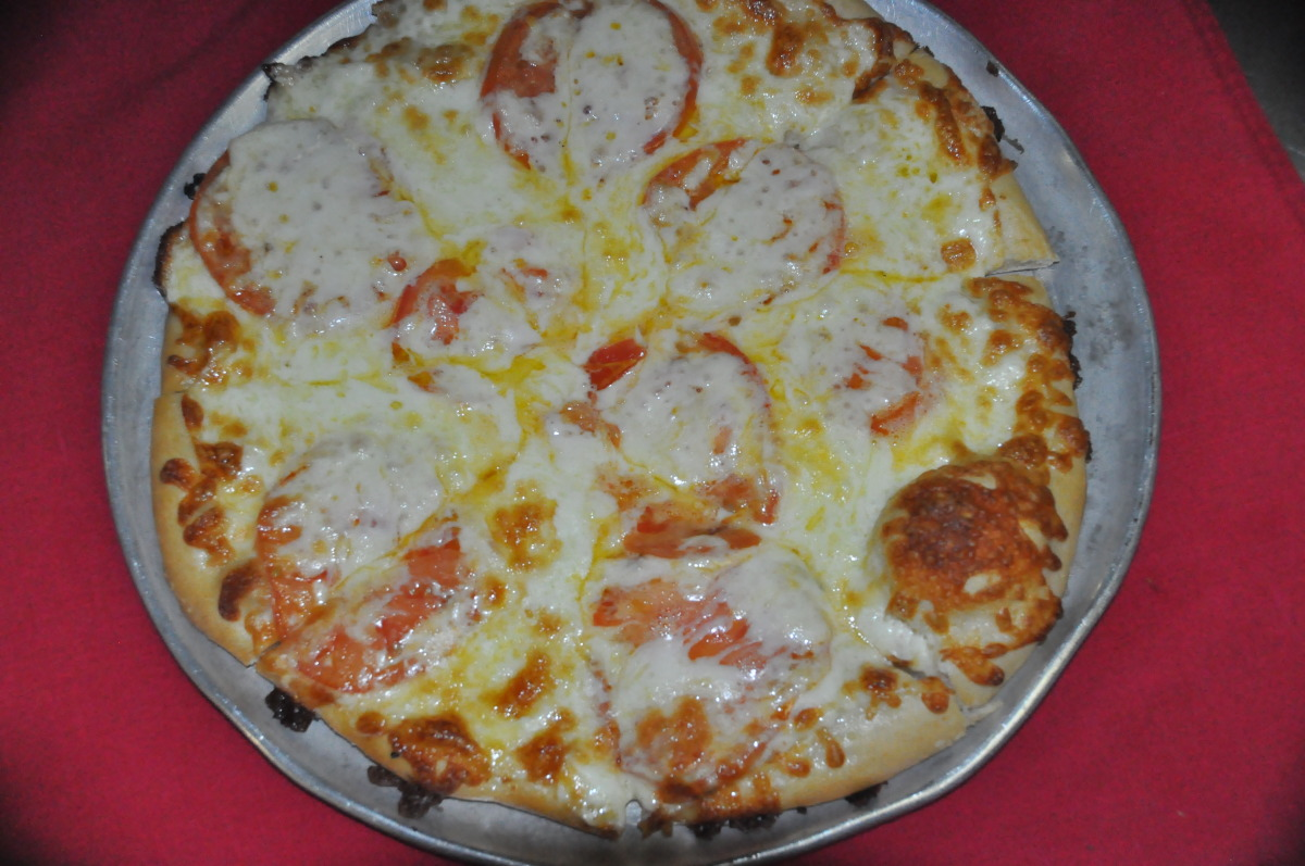White Bar 4 Cut Pizza with Sliced Tomatoes