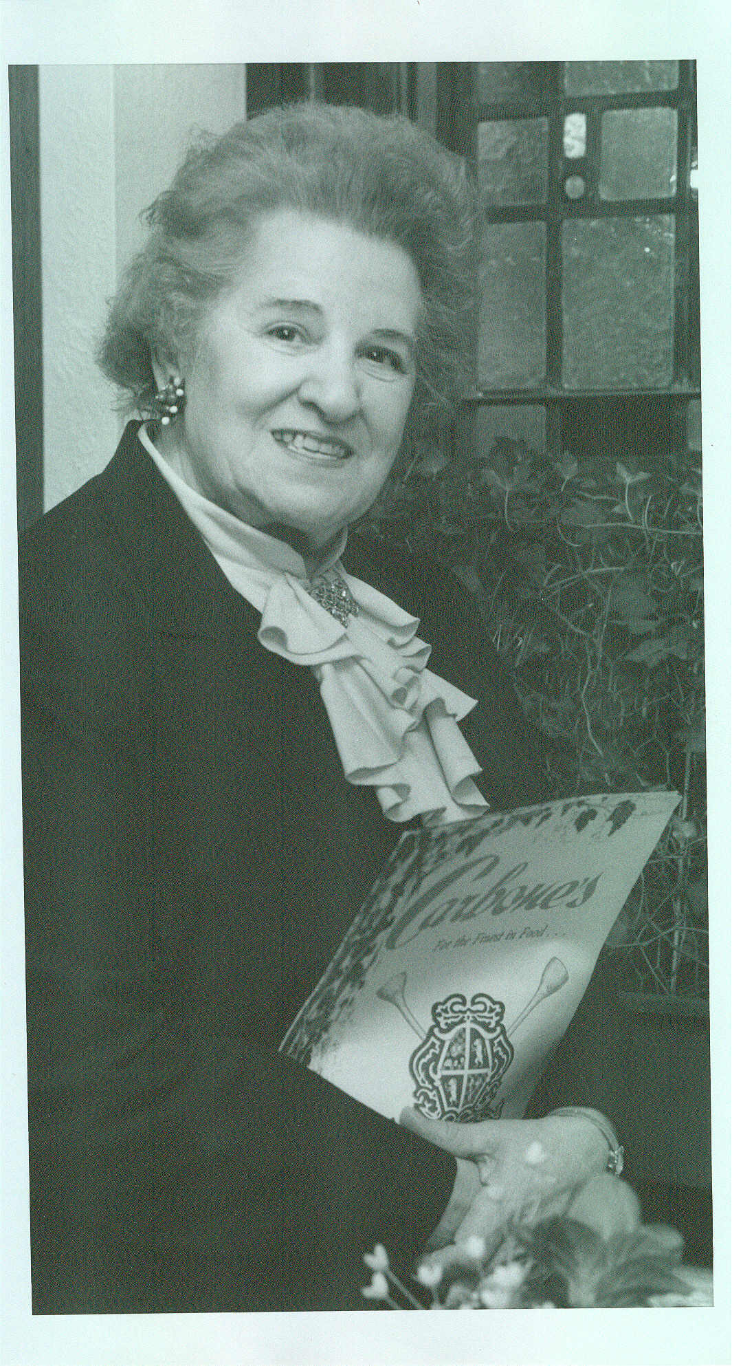 minnie carbone carbone's first waitress 1940 to 1995.jpg