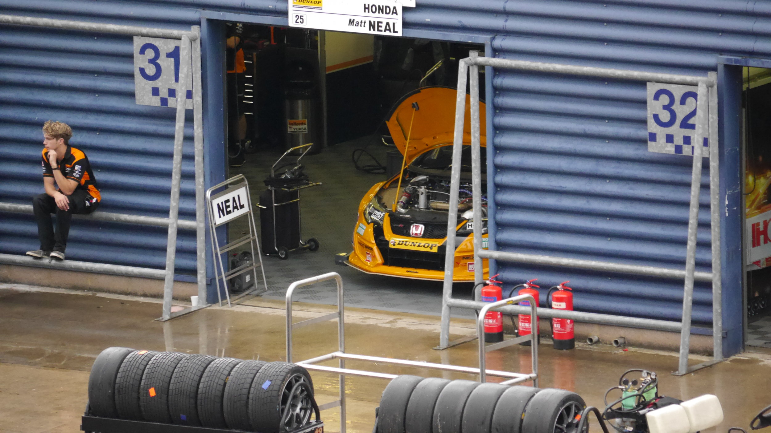 Gordon Shedden's Honda waits in the garage before qualifying