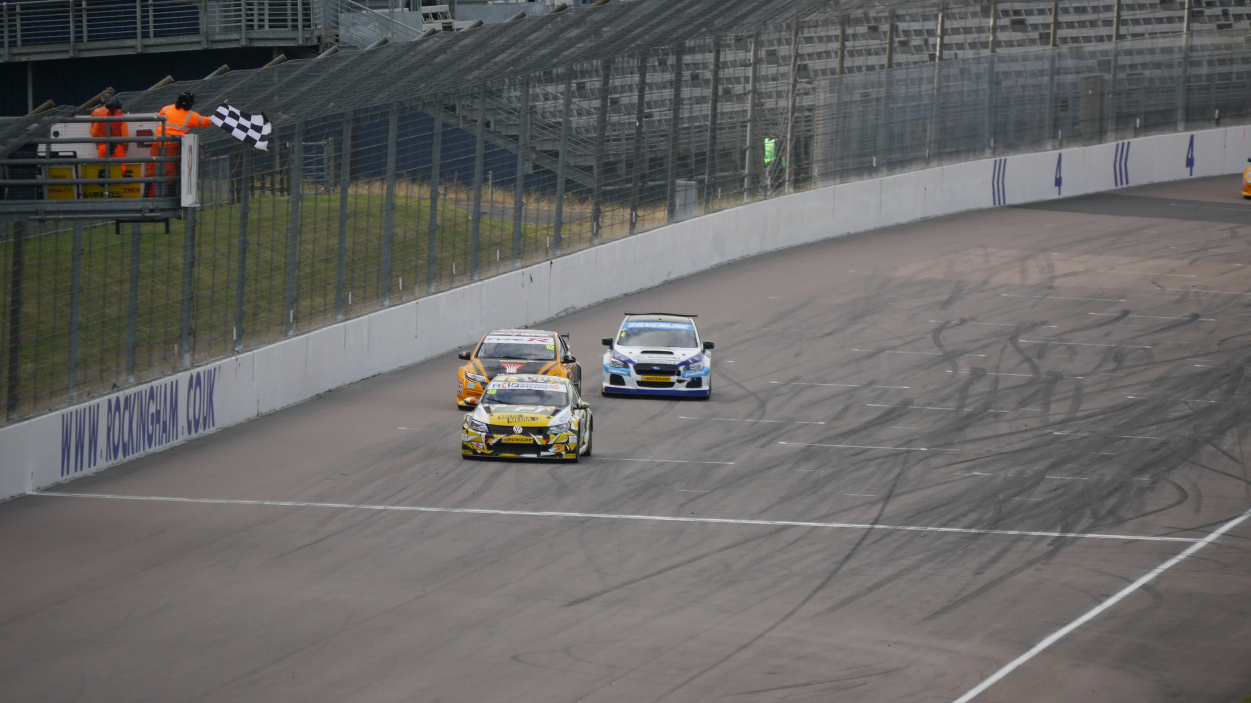 Smith, Shedden & Turkington cross the line to take first, second and third at the end of race 3