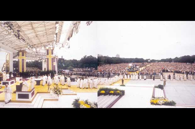 John-Paul-II-Papal-Mass.jpg