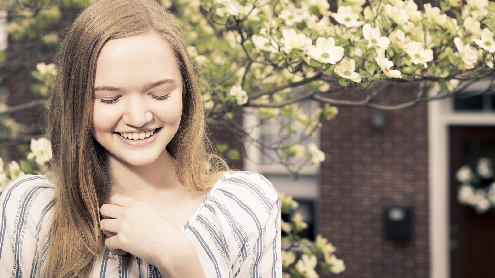 senior-girl-flowers-ellicott-city-howard-county-maryland