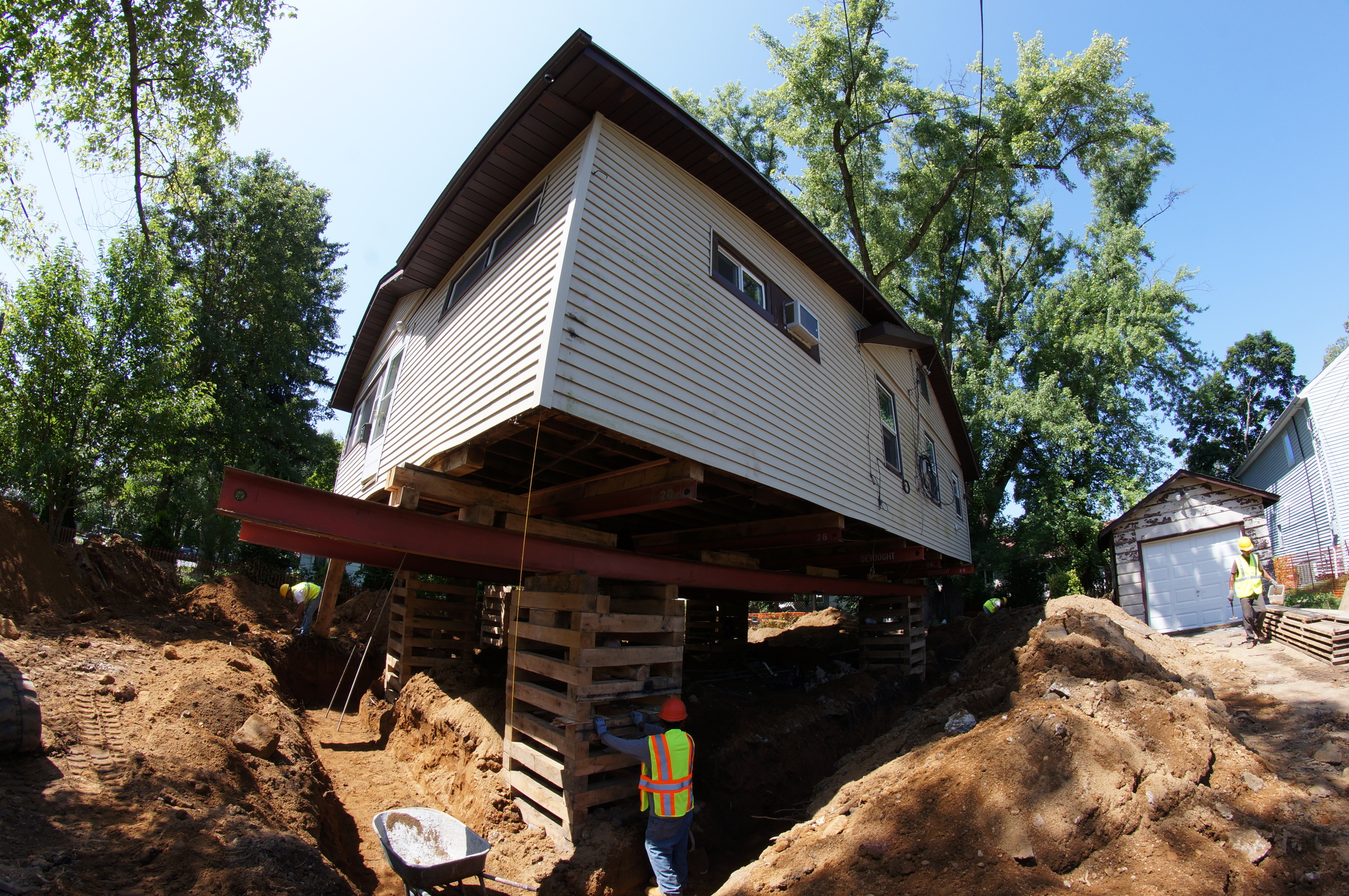 House raised for foundation installment