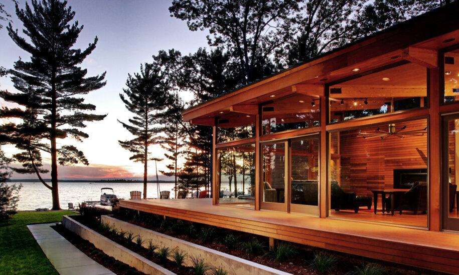 Higgins Lake House at dusk (Photo courtesy of Jeff Jordan Architects)