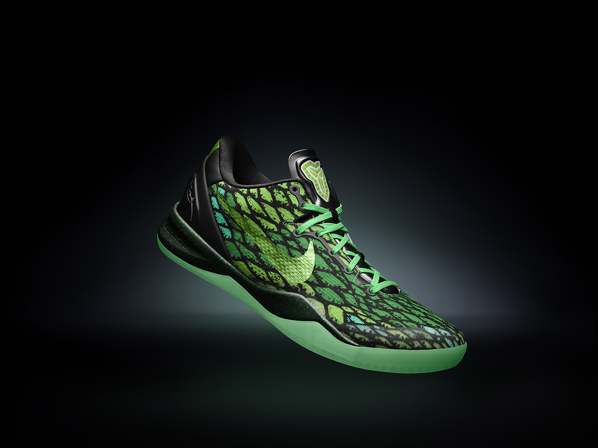 KOBEVIII_MEN_SINGLE_GREEN_1920.jpg