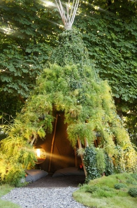 Green Moss Tent.jpeg