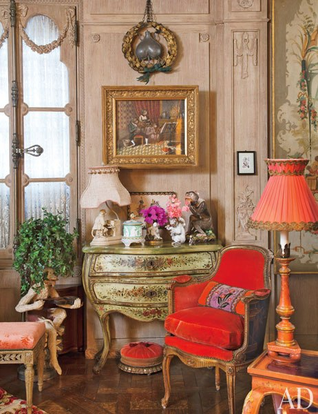 item2.rendition.slideshowWideVertical.iris-apfel-apartment-03-living-room.jpeg
