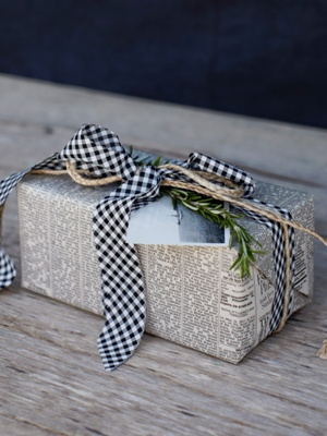 chic christmas wrapping 6.jpg