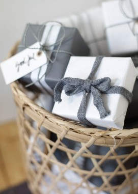 chic christmas wrapping 12.jpg