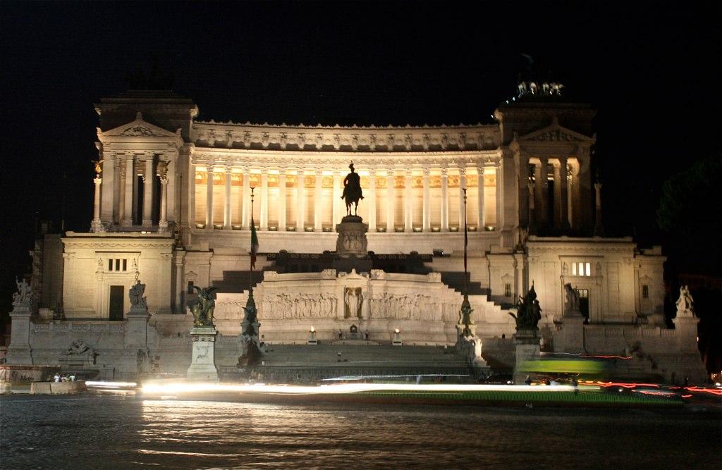 Il vittoriano on Piazza Venezia