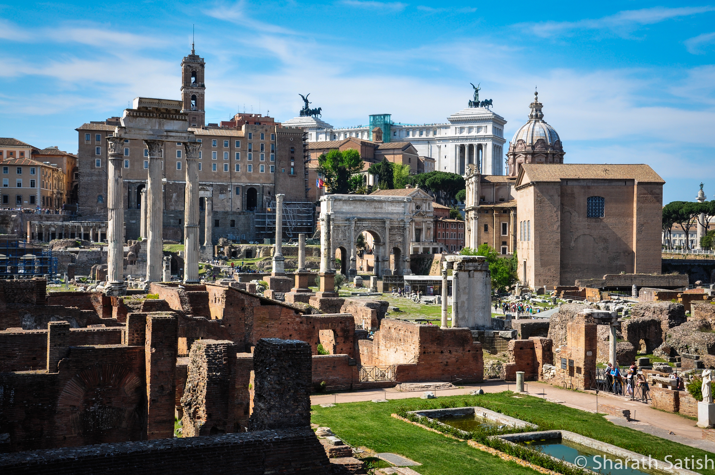 Foro Romano from part of the way up Mons Palatinus