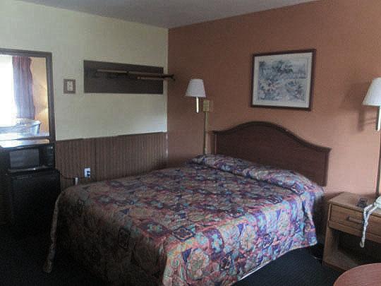 6. room_sept19-18.jpg