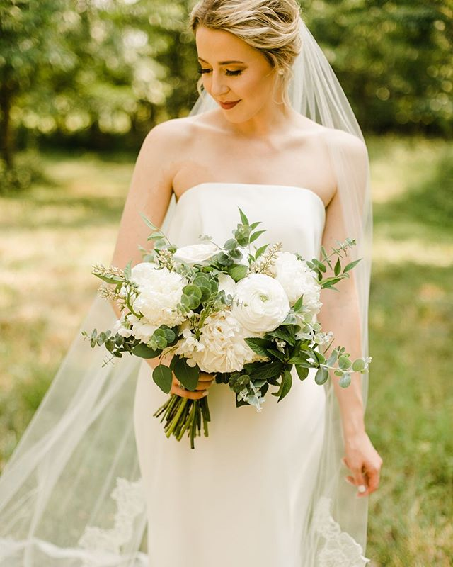Question! What flowers did you have on your wedding day?!