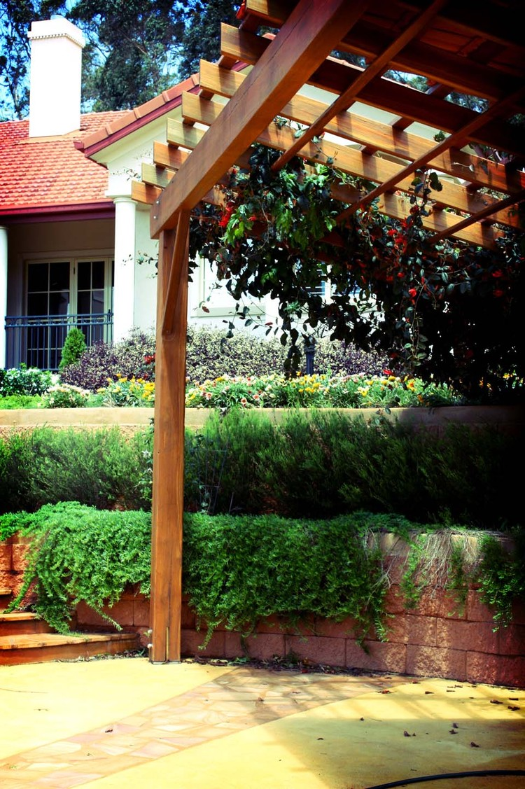 T    oowoomba, QLD    Mass plantings for a traditional residence in Toowoomba.  Read more...