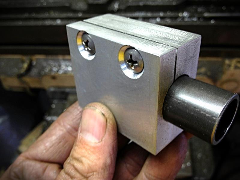 2012-07-11 04 tooling streamliner finished fork stanchion holder.jpg