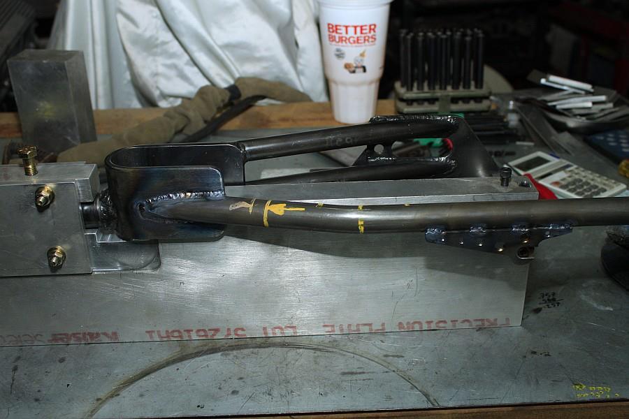 2012-09-06 06 streamliner subframe fork narrow stanchion.jpg