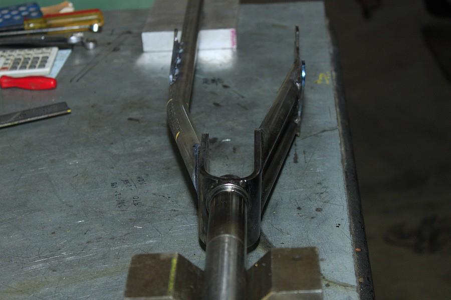2012-09-06 10 streamliner subframe fork narrow stanchion.jpg