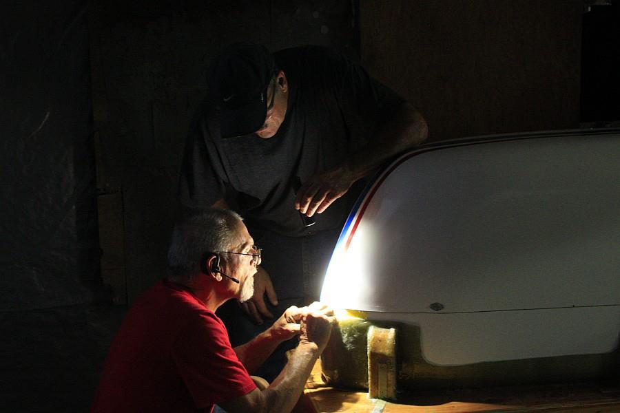 2012-09-06 15 Pat shines flashlight to help dad stripe streamliner body.jpg
